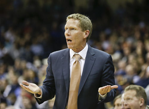 Gonzaga coach Mark Few once again has his No. 6-ranked team atop the West Coast Conference. (AP Photo/Lenny Ignelzi)