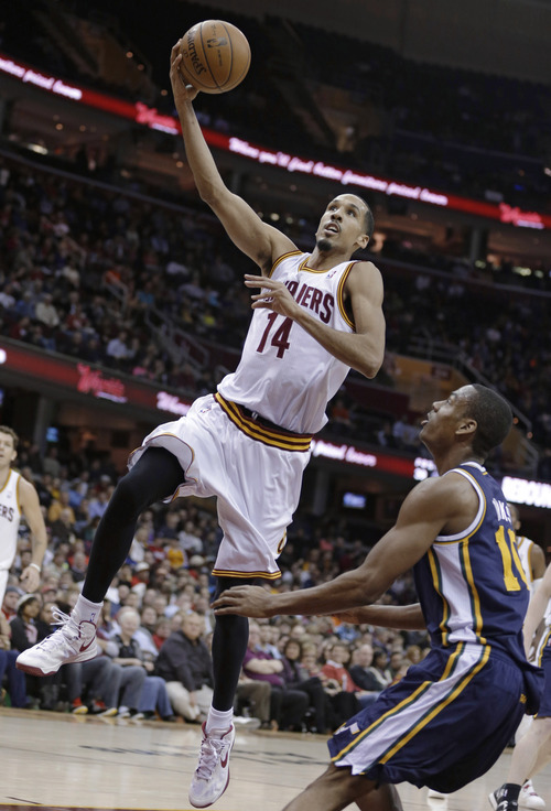 Cleveland Cavaliers' Shaun Livingston (14) shoots in front of Utah Jazz's Alec Burks (10) during the second quarter of an NBA basketball game Wednesday, March 6, 2013, in Cleveland. (AP Photo/Tony Dejak)