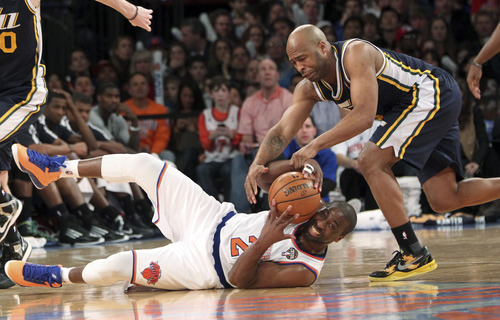 New York Knicks' Raymond Felton (2) fights for a loose ball against Utah Jazz's Jamaal Tinsley during the second half of the NBA basketball game, Saturday, March 9, 2013, at Madison Square Garden in New York. The Knicks won 113-84. (AP Photo/Mary Altaffer)