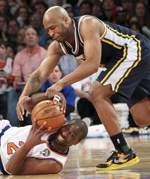 New York Knicks' Raymond Felton, bottom, fights for a loose ball with Utah Jazz's Jamaal Tinsley during the second half of an NBA basketball game, Saturday, March 9, 2013, at Madison Square Garden in New York. The Knicks won 113-84. (AP Photo/Mary Altaffer)