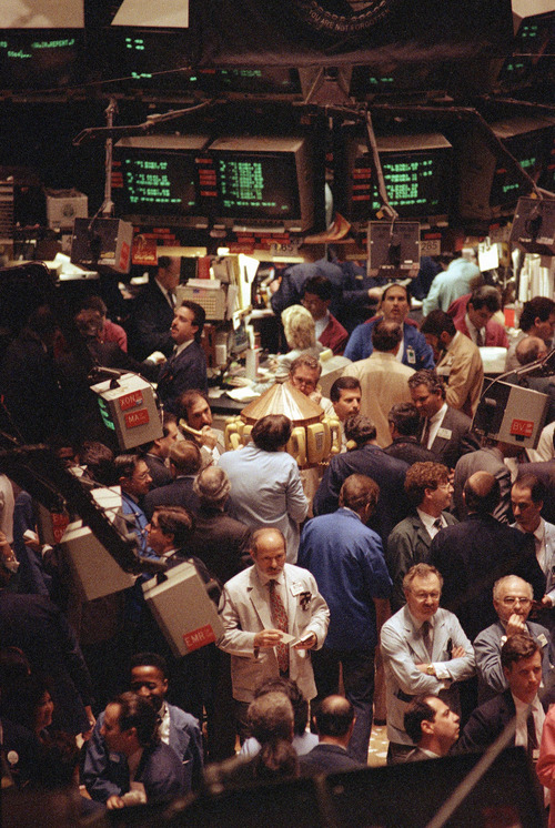 (AP Photo/Bebeto Matthews, File) The Dow's win streak matched a 10-day run that ended on Nov. 15, 1996. To find a longer uninterrupted series of gains, you would have to go back to Jan. 3, 1992, when the Dow rose for 11 consecutive days. The index's longest winning streak was 14 days, ending June 14, 1897.