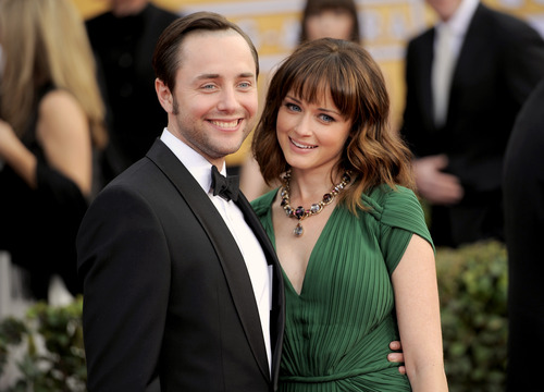 """FILE - This Jan. 27, 2013 file photo shows actors Vincent Kartheiser, left, and Alexis Bledel at the 19th Annual Screen Actors Guild Awards at the Shrine Auditorium in Los Angeles. Bledel's publicist, Meghan Prophet, is confirming the news that the couple is engaged. The 33-year-old Kartheiser plays ad man Pete Campbell on the hit AMC network drama """"Mad Men,"""" and Bledel, 31, is best known for her role as the teenage daughter in the long-running series """"Gilmore Girls."""" (Photo by Chris Pizzello/Invision/AP, file)"""