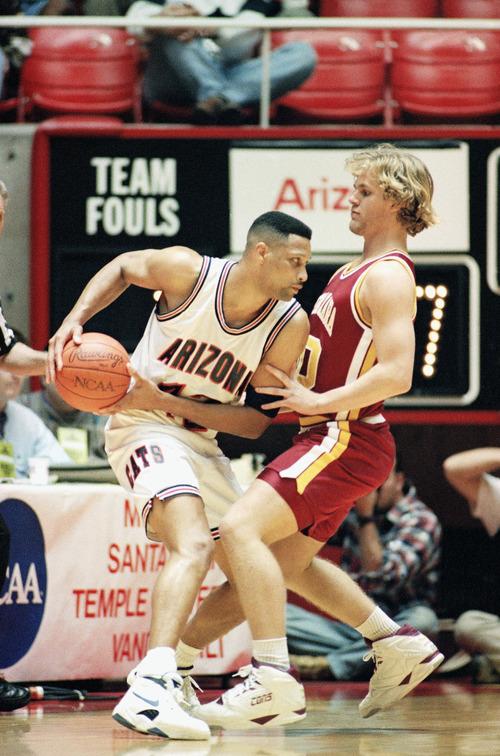 Arizonas Chris Mills, left, is guarded by Santa Claras Andy Karich during 1st round NCAA action, Thursday, March 19, 1993, Salt Lake City, Utah. Santa Clara upset Arizona, winning 64-61. (AP Photo/Jack Smith)