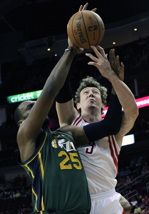 Utah Jazz's Al Jefferson (25) tries to block a shot by Houston Rockets' Omer Asik (3) in the first half of an NBA basketball game on Wednesday, March 20, 2013, in Houston. (AP Photo/Pat Sullivan)