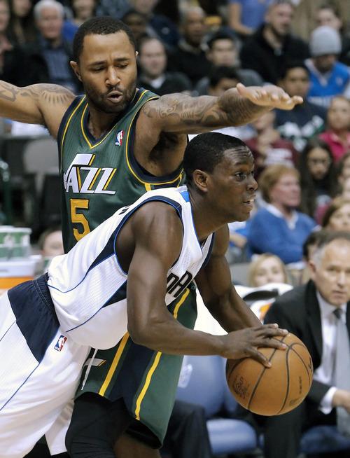 Dallas Mavericks' guard Darren Collison (4) battles Utah Jazz guard Mo Williams (5) for space during the second half of an NBA basketball game on Sunday, March 24, 2013, in Dallas. Dallas won 113-108. (AP Photo/Brandon Wade)