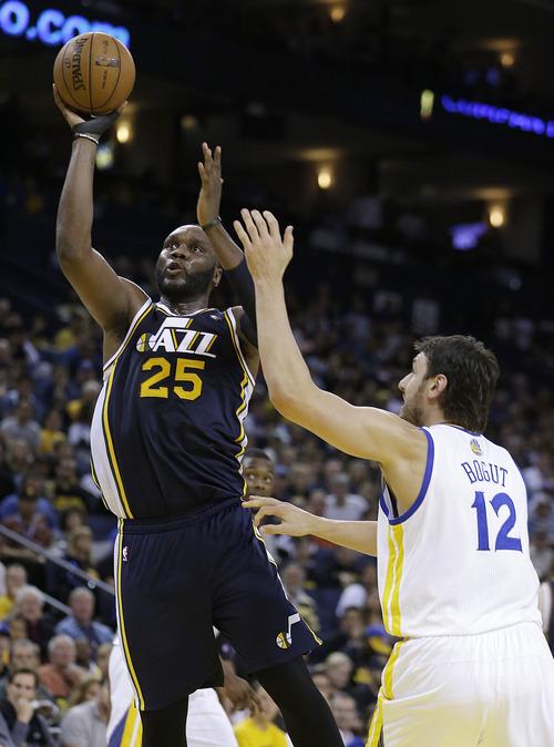 Utah Jazz' Al Jefferson (25) shoots over Golden State Warriors' Andrew Bogut (12)during the second half of an NBA basketball game Sunday, April 7, 2013, in Oakland, Calif. (AP Photo/Ben Margot)
