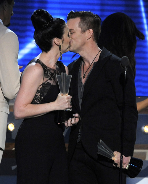 Shawna Thompson, left, and Keifer Thompson, of Thompson Square, kiss as they accept the award for vocal duo of the year at the 48th Annual Academy of Country Music Awards at the MGM Grand Garden Arena in Las Vegas on Sunday, April 7, 2013. (Photo by Chris Pizzello/Invision/AP)