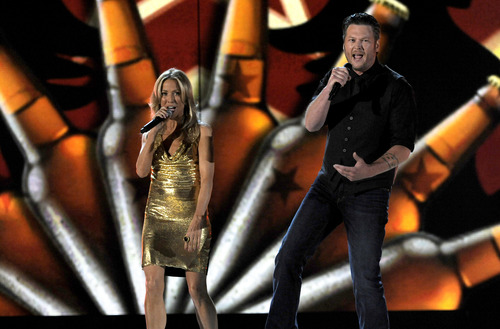 Sheryl Crow, left, and Blake Shelton perform at the 48th Annual Academy of Country Music Awards at the MGM Grand Garden Arena in Las Vegas on Sunday, April 7, 2013. (Photo by Chris Pizzello/Invision/AP)