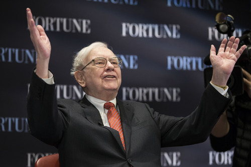 """(AP Photo/Nati Harnik) Billionaire investor Warren Buffett acknowledges the audience as he speaks on the topic of """"Women and Work"""" at the University of Nebraska at Omaha's College of Business Administration on Thursday."""