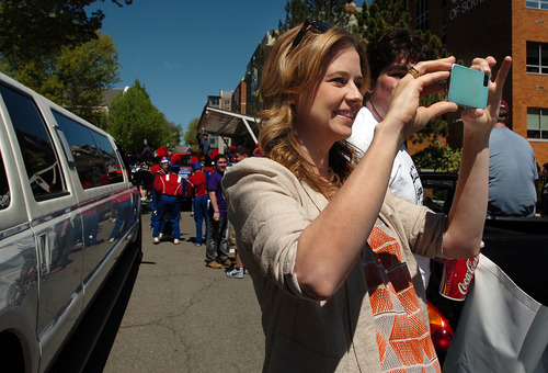 """The Office"" actor Jenna Fischer snaps a picture on Saturday, May 4, 2013 in downtown Scranton, Pa. during ""The Office"" Parade. The actors who play Pam, Jim, Dwight and other beloved characters from the popular NBC show ""The Office"" bade farewell on Saturday to the northeastern Pennsylvania city of Scranton that served as the TV setting for their fictional paper company. (AP Photo/Scranton Times & Tribune, Butch Comegys)"