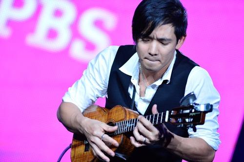 Courtesy photo Jake Shimabukuro performs for television critics.