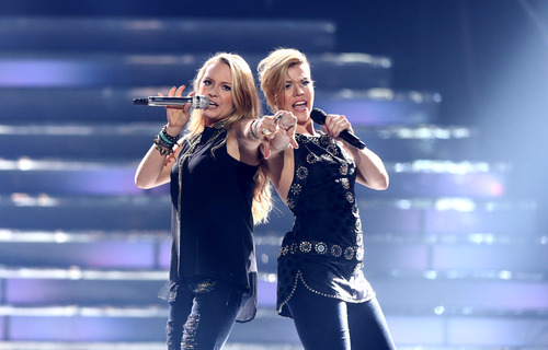 "Former contestant Janelle Arthur, left, and Kimberly Perry, of musical group The Band Perry, perform at the ""American Idol"" finale at the Nokia Theatre at L.A. Live on Thursday, May 16, 2013, in Los Angeles. (Photo by Matt Sayles/Invision/AP)"