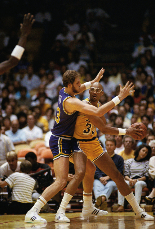 Mark Eaton of the Utah Jazz seems to have Los Angeles Lakers player Kareem Abdul-Jabbar in hand during their NBA playoff game at the Forum in Inglewood, California May 8, 1988.(AP Photo/Douglas C. Pizac)