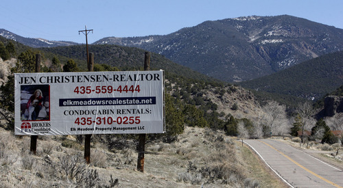 Jen Christensen and her realtor husband Erik Miller feel that Mount Holly Club tried to pressure them into not opposing the proposed development. Here is her real estate sign along state road 153 on the way up the mountain to the resort.    Salt Lake Tribune staff photo   3/15/07