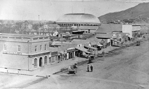 (Salt Lake Tribune archive)  A rare photo of Salt Lake City circa 1870 with the newly completed Salt Lake Tabernacle in the background. The Tabernacle roof was constructed in an Ithiel Town lattice-truss arch system that is held together by dowels and wedges. The building has a sandstone foundation, and the dome is supported by 44 sandstone piers. The overall seating capacity of the building is 7,000, which includes the choir area and gallery (balcony).
