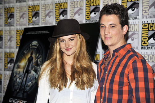 """Shailene Woodley, left, and Miles Teller attend the """"Divergent"""" press line on Day 2 of Comic-Con International on Thursday, July 18, 2013 in San Diego, Calif. (Photo by Chris Pizzello/Invision/AP)"""