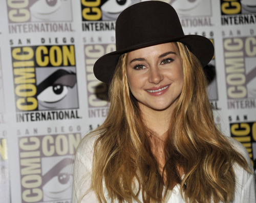 """Shailene Woodley attends the """"Divergent"""" press line on Day 2 of Comic-Con International on Thursday, July 18, 2013 in San Diego, Calif. (Photo by Chris Pizzello/Invision/AP)"""