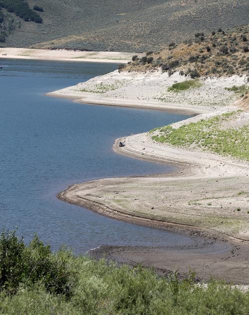 Al Hartmann The Salt Lake Tribune Exposed Beach At Water S Edge Show Receding