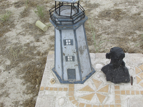 Unusual grave marker at Iosepa cemetery. (Tom Wharton photo)