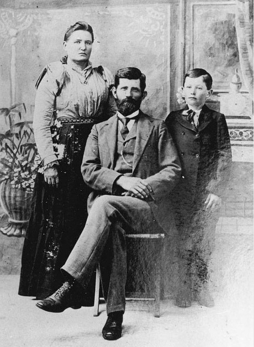 Photo Courtesy Utah State Historical Society  Kumen Jones was photographed with his first wife, Mary, and his son, Leonard. Kumen Jones was a Pony Express rider, and an LDS Church patriarch, bishop, and pioneer to Bluff, Utah.