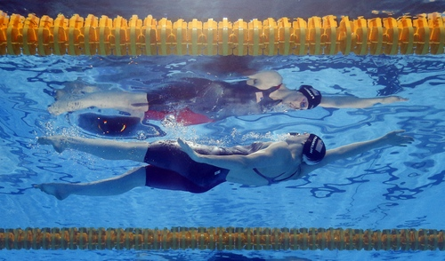 Missy Franklin of the United States swims to the gold medal in the Women's 100m backstroke final at the FINA Swimming World Championships in Barcelona, Spain, Tuesday, July 30, 2013. (AP Photo/David J. Phillip)