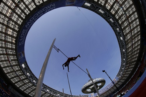China's Yang Yansheng competes in the men's pole vault qualification at the World Athletics Championships in the Luzhniki stadium in Moscow, Russia, Saturday, Aug. 10, 2013. (AP Photo/David J. Phillip)