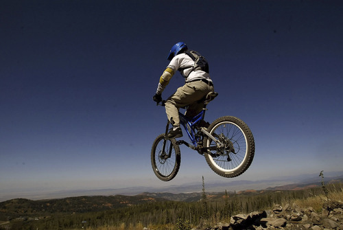 Brian Head,Utah--9/17/2005-- Ben Pierce, 19, of St. George, gets some big air after launching off of a ramp at 11,000 feet at the top of the mountain at Brian Head resort.  Mountain biking at Brian Head.  ********************************** Photo By: Chris Detrick /Salt Lake Tribune File Number: 816G5700