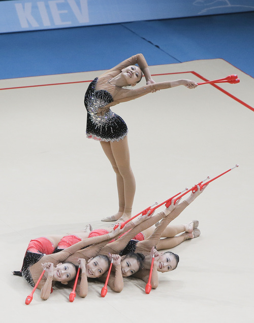 The team from China performs with clubs during the  32nd rhythmic gymnastics world championships  in Kiev,  Ukraine, Sunday,  Sept. 1, 2013. (AP Photo/Efrem Lukatsky)