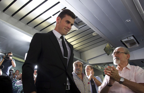 Welsh international soccer player Gareth Bale arrives for his official presentation at the Santiago Bernabeu stadium in Madrid, Monday, Sept. 2, 2013 after signing for Real Madrid. The Spanish club announced Sunday that Bale has signed a six-year contract, and a person familiar with the deal said the fee was a world-record euro100 million ($132 million). (AP Photo/Paul White)