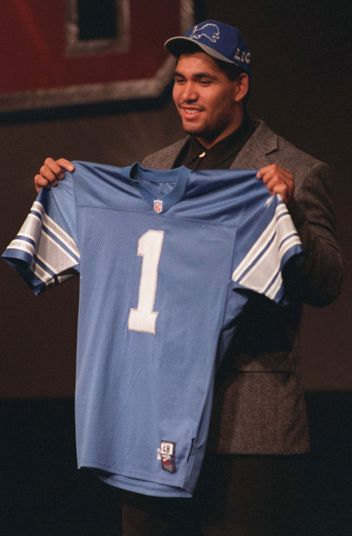 Luther Elliss displays a jersey from the Detroit Lions after the team picked him during the NFL draft in New York, in this April 22, 1995 photo.  Elliss was one of five Detroit players named to play in the 2000 Pro Bowl game, Wednesday, Dec. 22, 1999.   (AP Photo/Clark Jones)