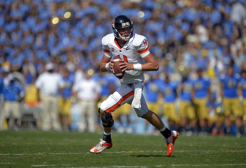 Oregon State quarterback Sean Mannion gets set to pass during the second half of their NCAA college football game against UCLA, Saturday, Sept. 22, 2012, in Pasadena, Calif. Oregon won 27-20. (AP Photo/Mark J. Terrill)