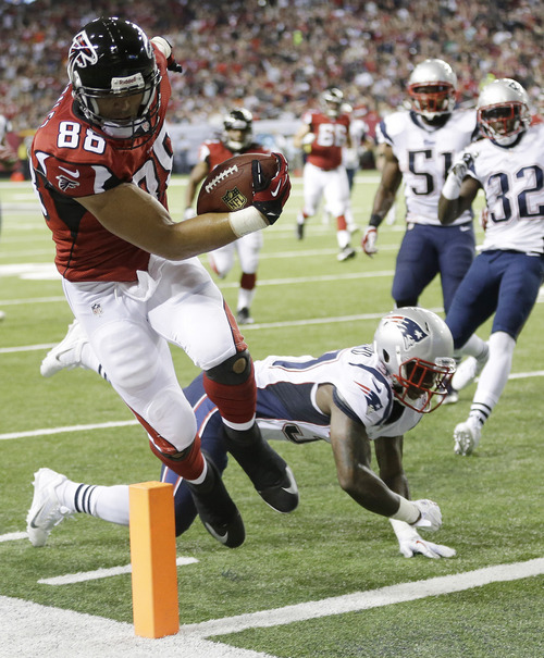 Atlanta Falcons tight end Tony Gonzalez (88) runs into the end zone for a touchdown against New England Patriots cornerback Alfonzo Dennard (37) during the first half of an NFL football game, Sunday, Sept. 29, 2013, in Atlanta. (AP Photo/John Bazemore)