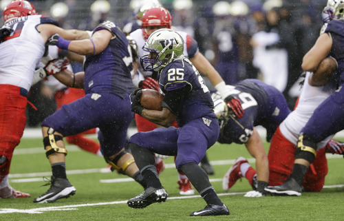 Washington's Bishop Sankey (25) runs the ball during the first half of an NCAA college football game against Arizona, Saturday, Sept. 28, 2013, in Seattle. (AP Photo/Ted S. Warren)