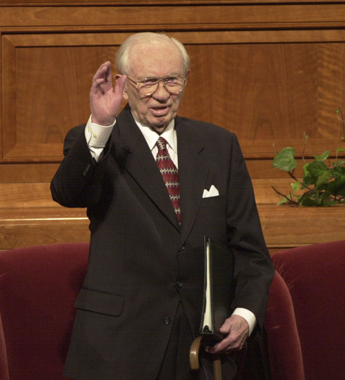 President Gordon B. Hinckley waves to the crowd at teh opening of Saturday's session of General Conference.   photo by Rick Egan. 03/31/2001