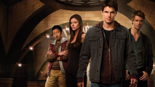 The Tomorrow People -- Image: TP01_KEYGroup1 -- Pictured (L-R): Aaron Yoo as Russell, Peyton List as Cara, Robbie Amell as Stephen, and Luke Mitchell as John -- Photo: Mathieu Young/The CW -- © 2013 The CW Network, LLC. All rights reserved.