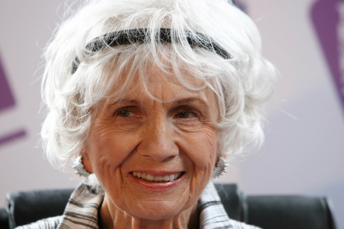 FILE - This June 25, 2009 file photo shows Canadian Author Alice Munro at a press conference at Trinity College, Dublin, Ireland.  Munro has won the 2013 Nobel Prize in literature Thursday Oct. 10, 2013.  (AP Photo/Peter Morrison, file)