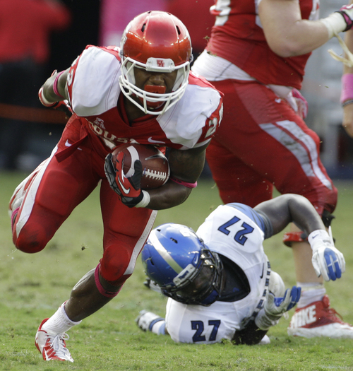 Houston's Markeith Ambles leaves behind Memphis' Dion Witty as his carries the ball during the fourth quarter of an NCAA college football game at BBVA Compass Stadium Saturday, Oct. 12, 2013, in Houston.  (AP Photo/Houston Chronicle, Melissa Phillip)