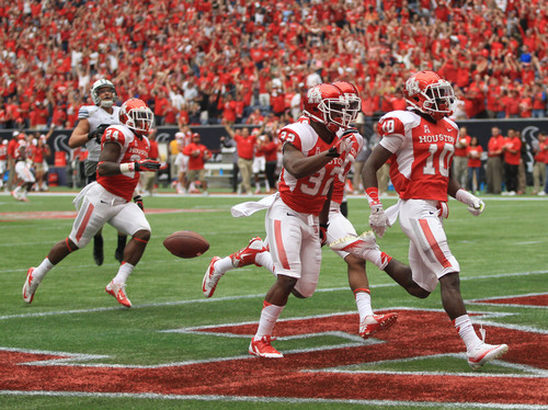 Houston's Zach McMillian (10) scores a touchdown on a 95-yard kickoff return during the first half of an NCAA college football game against BYU, Saturday, Oct.19, 2013 in Houston. (AP Photo/Eric Christian Smith)