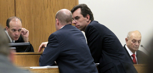 Judge Derek Pullan holds a bench conference with prosecutor Chad Grunander and defense lawyer Randy Spencer over allowable testimony of Dr. Joshua Perper, a forensic pathology expert, on the witness stand, right, in the Martin MacNeill murder trial in Provo, Utah, Friday Nov. 1, 2013.  The murder trial of  the Utah doctor charged in his wife's death resumed Friday with testimony from medical experts about how they believe the 50-year-old woman died. (AP Photo/The Salt Lake Tribune, Al Hartmann, Pool)