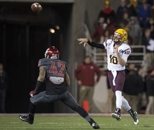 Arizona State quarterback Taylor Kelly (10) throws a pass to wide receiver Jaelen Strong over Washington State linebacker Cyrus Coen (42) during the first half of an NCAA college football game Thursday, Oct. 31, 2013, at Martin Stadium in Pullman, Wash. (AP Photo/Dean Hare)
