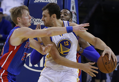 Golden State Warriors' Andrew Bogut, right, keeps the ball from Detroit Pistons' Kyle Singler during the second half of an NBA basketball game Tuesday, Nov. 12, 2013, in Oakland, Calif. (AP Photo/Ben Margot)