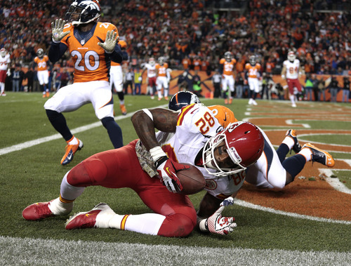 Kansas City Chiefs wide receiver Dwayne Bowe (82) comes up with a touch-down pass against the Denver Broncos in the second quarter of an NFL football game, Sunday, Nov. 17, 2013, in Denver. (AP Photo/Joe Mahoney)