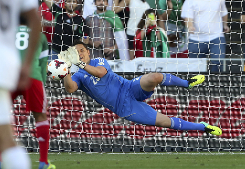 Mexico's goal keeper Moises Munoz saves a penalty in the World Cup Football qualifier against New Zealand at Westpac Stadium in Wellington, New Zealand, Wednesday, Nov. 20, 2013. (AP Photo/SNPA, John Cowpland)  NEW ZEALAND OUT
