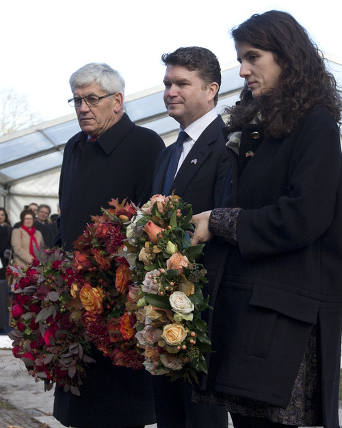 Tatiana Schlossberg granddaughter of President J.F. Kennedy, right, with Matthew Barzun U.S. Ambassador to the United Kingdom, left, and Tony Badger Kennedy Memorial Trust prepare to lay wreaths at the JFK memorial, Runnymede, England,  Friday, Nov. 22, 2013. Friday is the 50th anniversary of the assassination of President John F. Kennedy in Dallas. (AP Photo/Alastair Grant)
