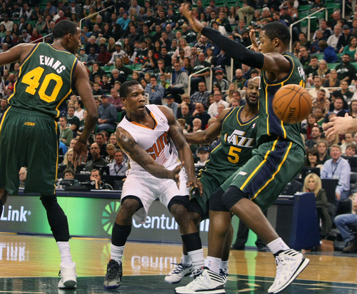 Scott Sommerdorf   |  The Salt Lake Tribune Phoenix's Eric Bledsoe slips a pass past Utah C Derrick Favors during first half play, at Energy Solutions Arena, Friday November 29, 2013. Phoenix held a 62-51 lead over the Jazz at the half.