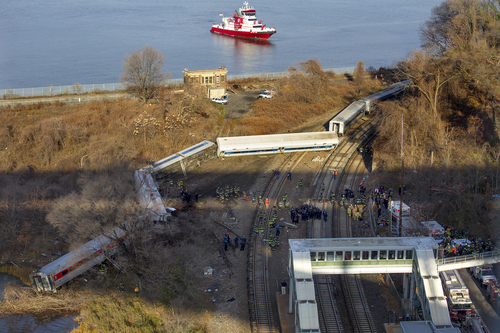 """A New York Fire Department boat approaches the scene of a Metro-North passenger train in the Bronx borough of New York Sunday, Dec. 1, 2013. The train derailed on a curved section of track early Sunday morning, causing """"multiple injuries,"""" authorities said.  (AP Photo/Craig Ruttle)"""