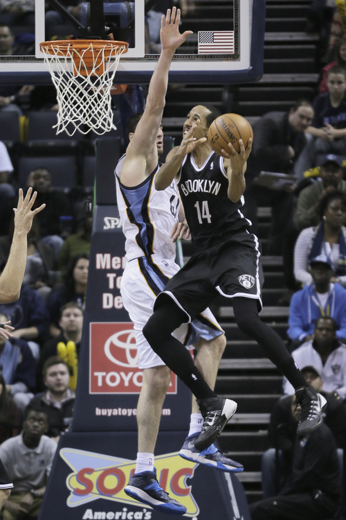 Brooklyn Nets' Shaun Livingston (14) goes to the basket in front of Memphis Grizzlies' Kosta Koufos in the second half of an NBA basketball game in Memphis, Tenn., Saturday, Nov. 30, 2013. The Nets defeated the Grizzlies 97-88. (AP Photo/Danny Johnston)