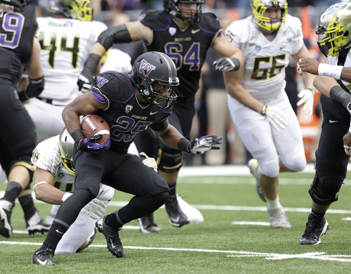 Washington running back Bishop Sankey runs the ball against Oregon in the first half of an NCAA college football game, Saturday, Oct. 12, 2013, in Seattle. (AP Photo/Elaine Thompson)