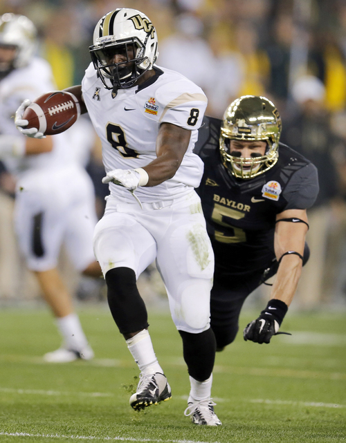 Central Florida running back Storm Johnson (8) breaks free from Baylor linebacker Eddie Lackey (5) for a touchdown during the first half of the Fiesta Bowl NCAA college football game, Wednesday, Jan. 1, 2014, in Glendale, Ariz. (AP Photo/Matt York)