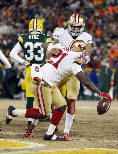 San Francisco 49ers running back Frank Gore (21) and San Francisco 49ers quarterback Colin Kaepernick (7) celebrate a touchdown during the first half of an NFL wild-card playoff football game against the Green Bay Packers, Sunday, Jan. 5, 2014, in Green Bay, Wis. (AP Photo/Jeffrey Phelps)
